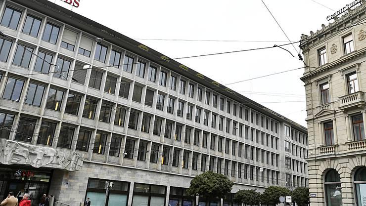Die Notfallpläne der Grossbanken genügen gemäss Finma den Anforderungen: der Paradeplatz in Zürich, das Herz des Finanzplatzes (Archivbild).
