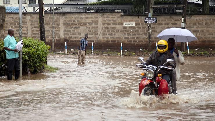 Überflutete Strasse in Kenias Hauptstadt Nairobi. (Archivbild)
