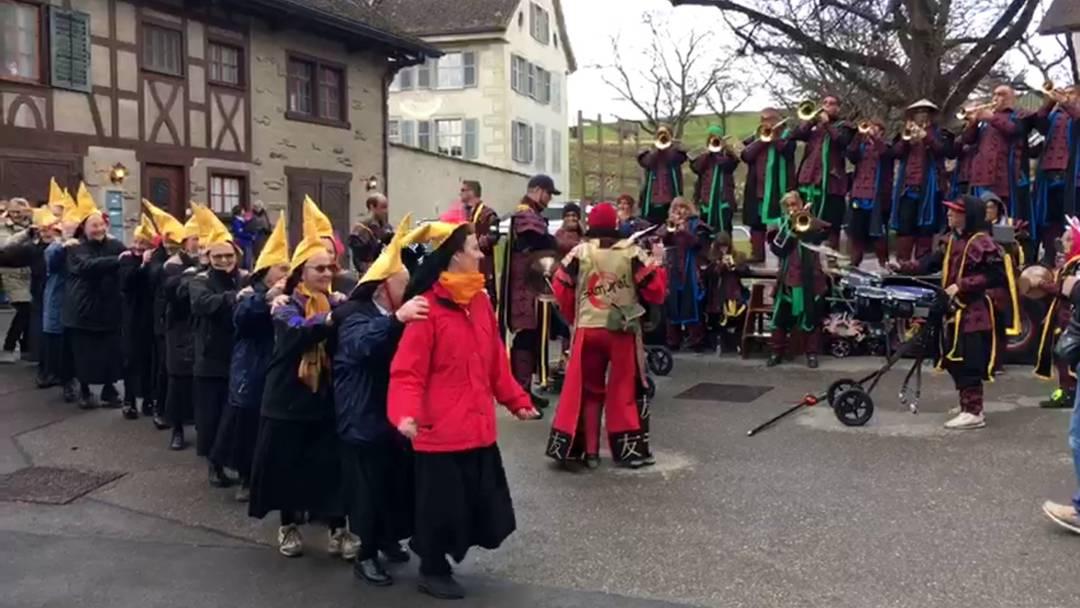 Guggenmusik Bräusi-Vögel zu Besuch im Kloster Fahr