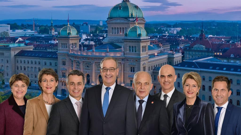 Die Bundesräte wurden für das diesjährige Foto vors Bundeshaus montiert.