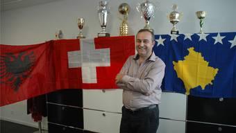 Arsim Hyseni in seinem Büro: «Wir sind Schweizer mit albanischen Wurzeln oder auch Kosovaren in der Schweiz. Das liegt mir am Herzen.»