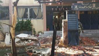 Der zerstörte Eingang der Schule in Homs