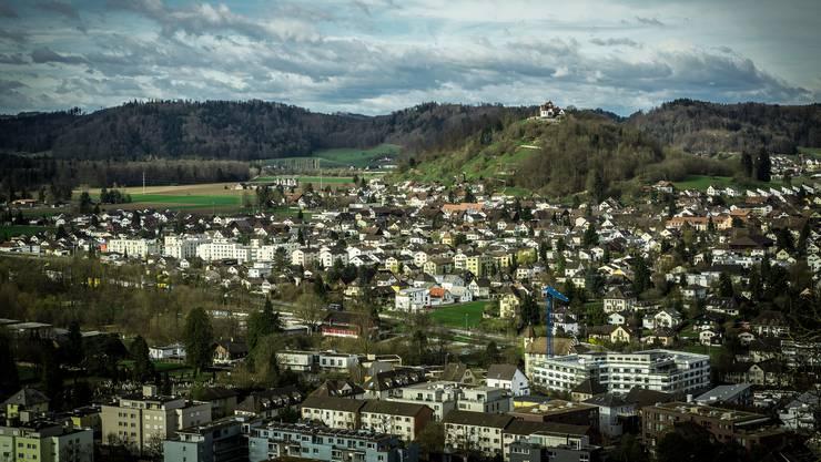 Blick vom Schloss Lenzburg in Richtung Staufberg.