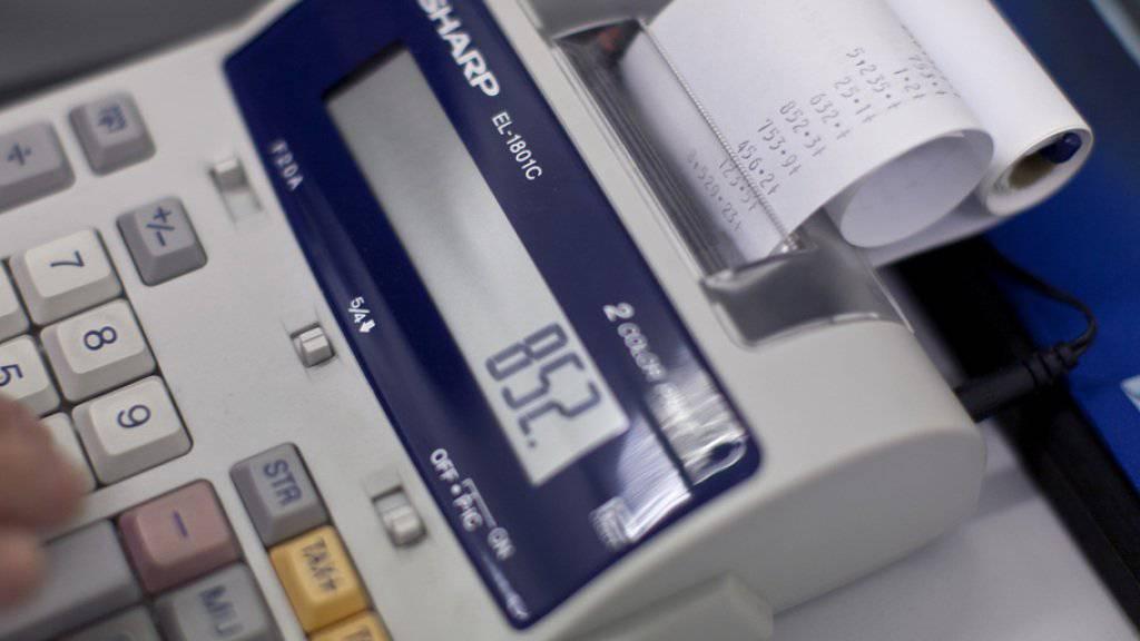 Die besten Schuldner sind in der Schweiz die Personalvermittler: Nur 28,7 Prozent der Rechnungen werden in dieser Branche zu spät bezahlt. (Symbolbild)