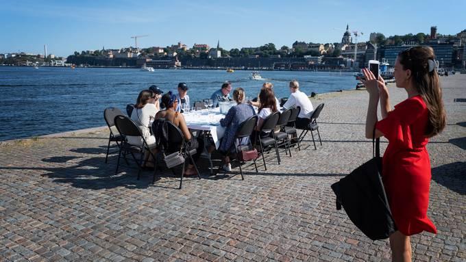 Schweden hat sich bisher für wenig Massnahmen entschieden - jetzt aber steigen die Zahlen. (Symbolbild)