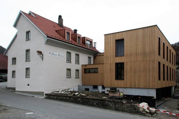 Das traditionsreiche Gasthaus Bären erhielt einen modernen Anbau (rechts) in dem neue Wohnungen realisiert wurden.