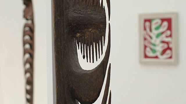 Skulptur aus Papua Neuguinea im Museum