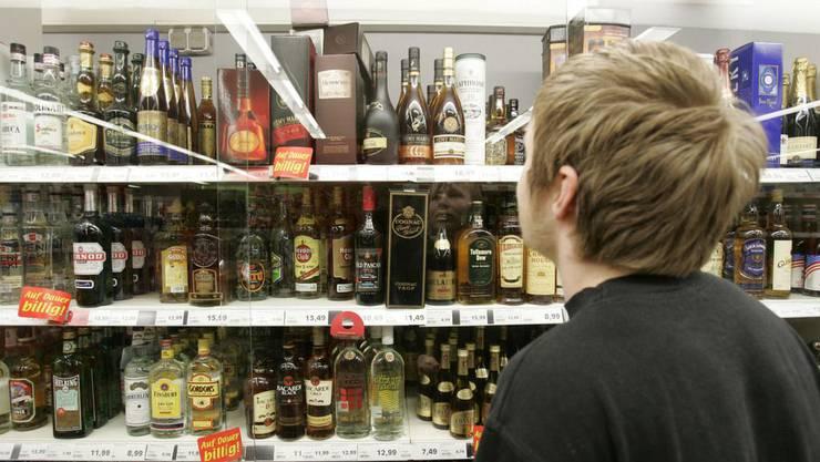 Die Verkäufe von alkoholhaltigen Getränken an Minderjährige gingen im Vergleich zum Vorjahr zurück. (Symbolbild)