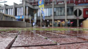 Der Brugger Neumarktplatz wird bei schlechter Witterung schnell rutschig.