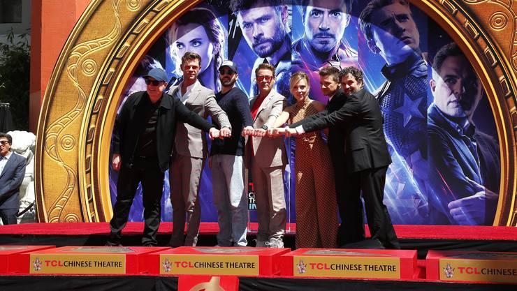Zum letzten Mal alle zusammen: Marvel-Chef Kevin Feige und die Superheldendarsteller Chris Hemsworth, Chris Evans, Robert Downey Jr., Scarlett Johansson, Jeremy Renner und Mark Ruffalo (v.l.n.r).