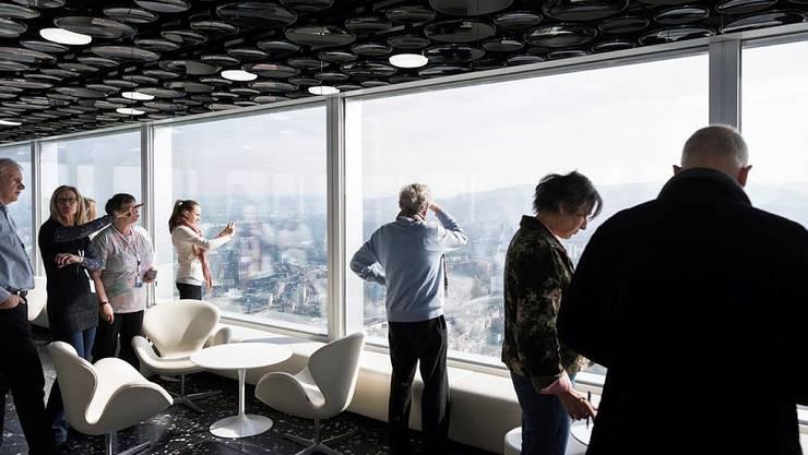 Anwohner des Bau 1 dürfen erstmals den Turm besichtigen.