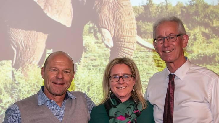 Andy Zimmermann (links im Bild) mit Organisatorin Christa Spitznagel und Präsident Markus Küng freuen sich auf den Abend