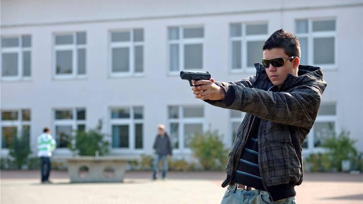 Zwei Jugendliche haben am Montagabend einen 39-jährigen Mann mit einer Softair-Gunüberfallen. symbolbild: Key