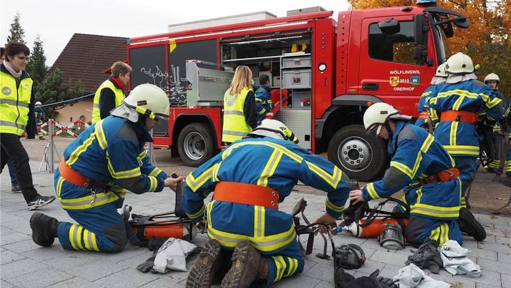 Bei der Endprobe galt es, zwei bewusstlose Personen aus einem brennenden Gebäude zu retten.