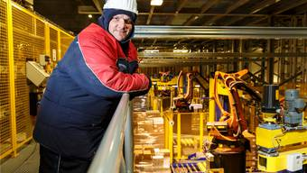 Im Hochsommer gefällt es ihm besser im Tiefkühllager. Andreas Henzi arbeitet seit 16 Jahren bei arktischen Temperaturen.