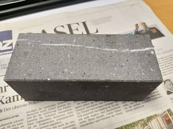 ...doch - oha - nach 45 Minuten im Geschirrspüler (55 Grad) sieht der Stein aus wie neu.