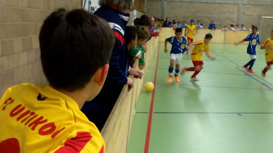 Fouls und Torjubel: Hallenfussball-Junioren kicken in Birmensdorf
