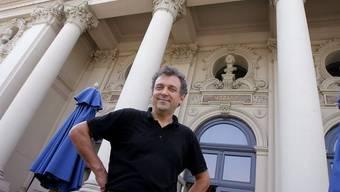 Andreas Homoki vor dem Zürcher Opernhaus (Archiv)
