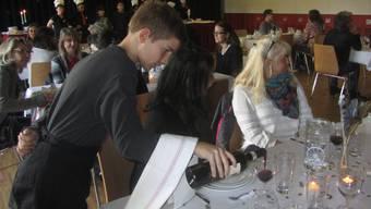 Schüler bekochen Lehrer in Urdorf