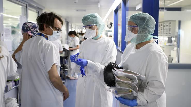 Der grosse Teil der Schweizer Bevölkerung wird Mitte April noch nicht immun sein gegen das Coronavirus.