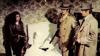 Unheimlich gute Freunde: Sandweg (Helmut Förnbacher, Mitte) und Velte (William Berger) mit Gangsterliebchen (Giorgia Moll) in «Sommersprossen».