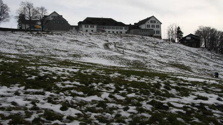 Das Kurhaus Weissenstein von Norden noch mit der alten Bergstation.