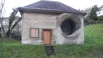 Das Maschinenhaus der ehemaligen Tunnellüftung ist noch heute beim Tunnelportal zu sehen. Andreas Toggweiler