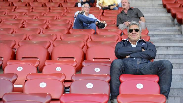 Ein guter Tag für Walter De Gregorio: Der ehemalige Blatter-Gefährte schaut sich entspannt ein Fussballspiel im Letzigrund-Stadion an.