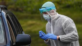 Die Ansteckungszahlen mit dem Coronavirus bleiben auf tiefem Niveau.