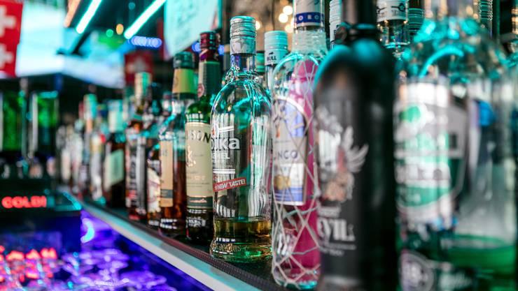 Die beiden Gäste hatten gleich mehrere Vodka Redbull und Shots. (Themenbild)
