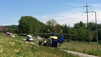Der Unfall endet tragisch: Die Rettungskräfte bringen die Verunfallte noch ins Spital, dort verstirbt sie aber.