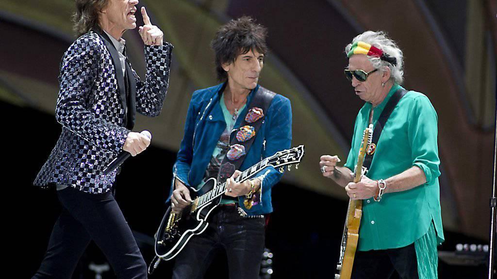 Rolling-Stones-Gitarrist (Mitte) wird im Alter von 68 Jahren erneut Vater - diesmal gar von Zwillingen.