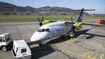Ein Flugzeug der Regionalfluggesellschaft SkyWork auf dem Flughafen Bern-Belp. (Archivbild)