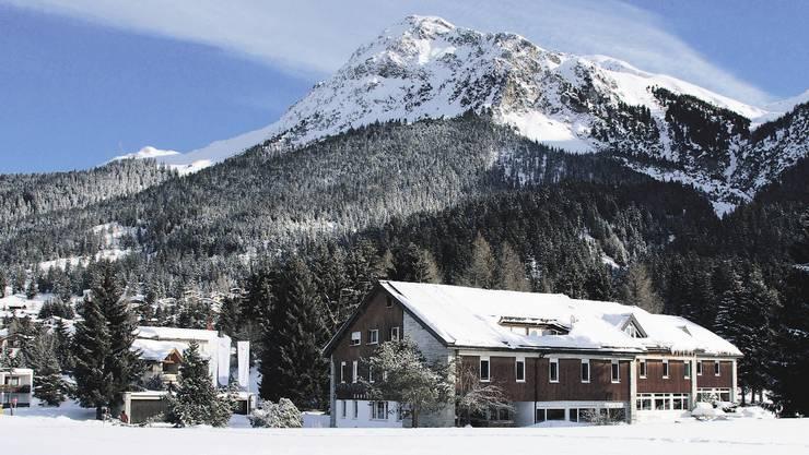 Das neue Sportzentrum in der prächtigen Winterkulisse der Lenzerheide.