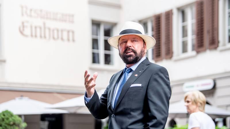 Hermann Alexander Beyeler vor der Pizzeria Einhorn in der Luzerner Altstadt.