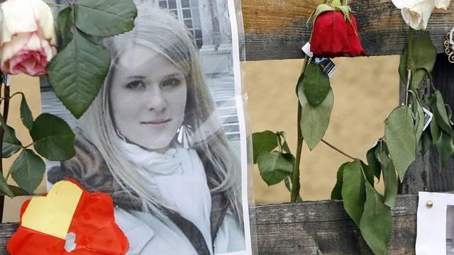 Blumen und Fotos gedenken der getöteten Lucie (Archiv)