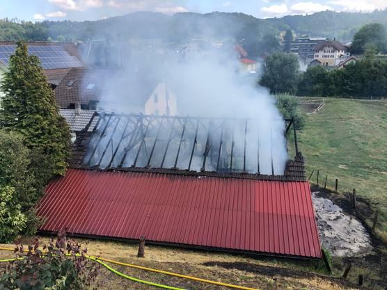 Ein Schopf in Staffelbach brannte bei einem Feuer komplett nieder.