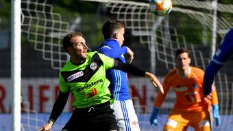 Luganos Torschütze Alexander Gerndt (links) im Zweikampf mit Luzerns Innenverteidiger Olivier Custodio