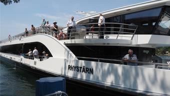 So nahe wie hier in Kaiseraugst kommt der «Rhystärn» der Anlegestelle in Rheinfelden derzeit nicht – Niedrigwasser verhindert ein Anlegen.Archiv