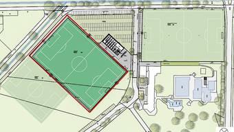 Das Projekt: Rechts oben der sanierungsbedürftige Hauptplatz, links der neue Kunstrasenplatz (rot umrandet), das neue Trainingsfeld (links davon) sowie rechts vom Kunstrasen das Garderoben- und Technikgebäude und die Parkplätze. zvg