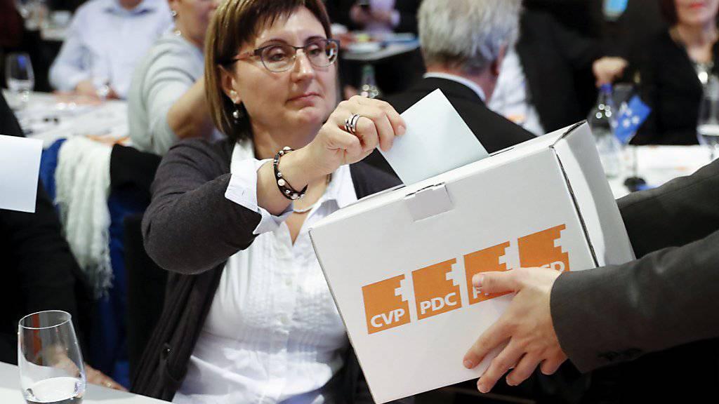 Bei der Energiestrategie waren sich die CVP-Delegierten am Samstag in Bern einig. Welchen Weg die Partei einschlagen will und wie sie ihren Abwärtstrend stoppen will, diese Diskussionen werden erst richtig beginnen, wenn die Resultate der Befragung der CVP-Basis auf dem Tisch liegen.