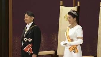 Der neue Kaiser Naruhito hat am Mittwoch den Chrysanthemen-Thron bestiegen. Er tritt die Nachfolge seines Vaters Akihito an, der nach 30-jähriger Regentschaft formal abdankte.