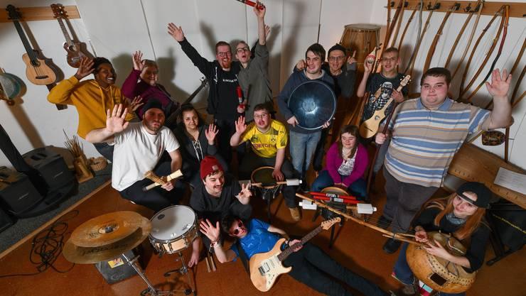 Das Orchester besteht aus behinderten und nicht behinderten Personen und erhält einen Preis für Gesundheitsförderung.