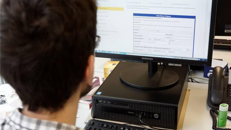 Auf der Internetseite der Gemeinde Tägerig kann man sich beim Wegzug online abmelden.Dominic Kobelt