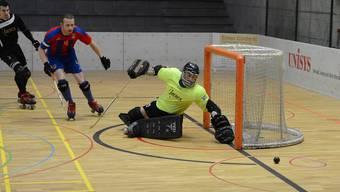 Tobias Mohr schaut dem Ball hinterher. (Archiv)
