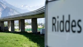 Der Viadukt in Riddes wird täglich von rund 10'000 Fahrzeugen überquert. Er dient der Kantonsstrasse T9 zur Überquerung der Rhone, mehrerer kommunaler Strassen und Wege, der A9 sowie der Bahngleise der Simplonlinie.
