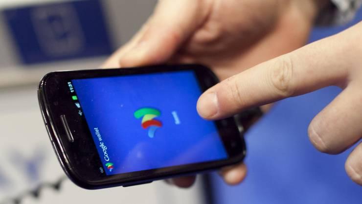 Mit der Schnüffelsoftware gelangen Anwender in die Geräte anderer Leute