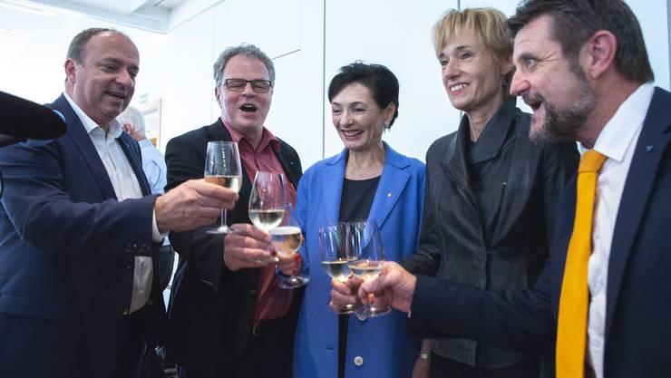 Marianne Binder (Mitte) und Ruth Humbel (2.v.r.) freuen sich über das gute Wahlergebnis der CVP Aargau und ihre jeweilige Wahl.