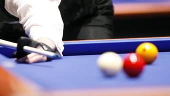 Die Mitglieder des Aarauer Billard-Clubs spielen Carambole: Bei dieser Billard-Variante gibt es nur drei Kugeln. (Symbolbild)