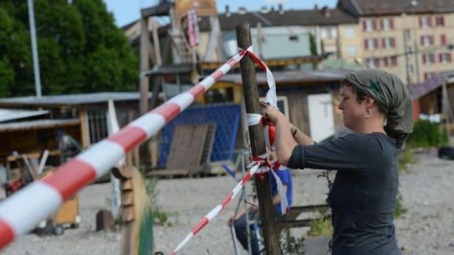 Die Abschrankung auf dem Wagenplatz begrenzt zwar die vorgeschriebene Grösse, wenn auch nicht in der vorgeschriebenen Form. Foto: Juri Junkov